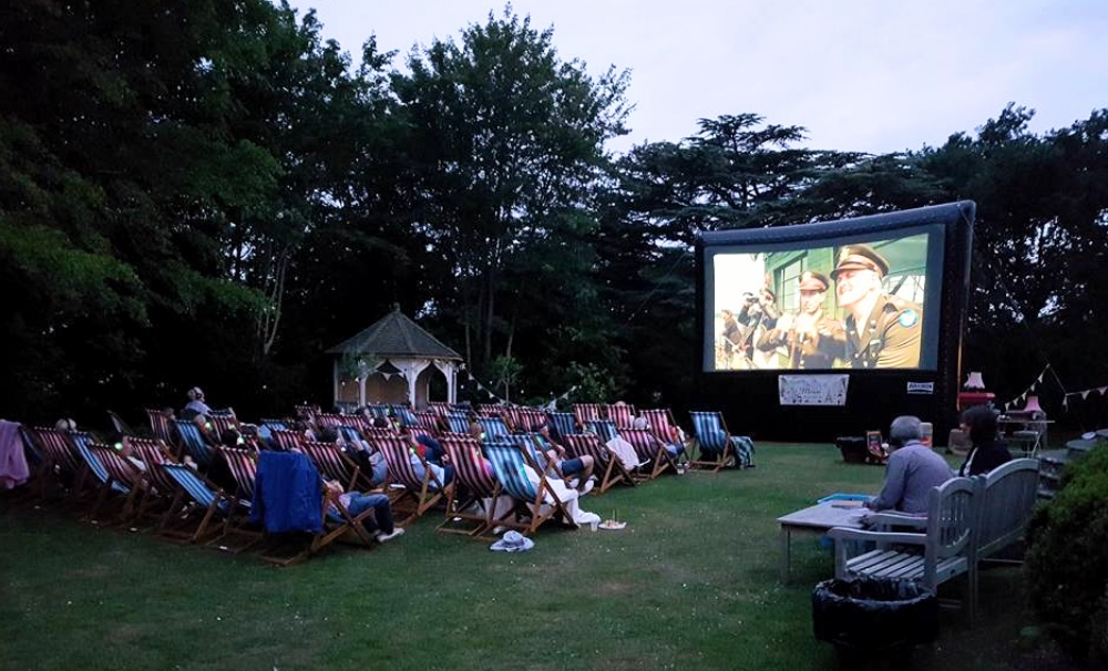 The Outdoor Cinema, Start and Mouse