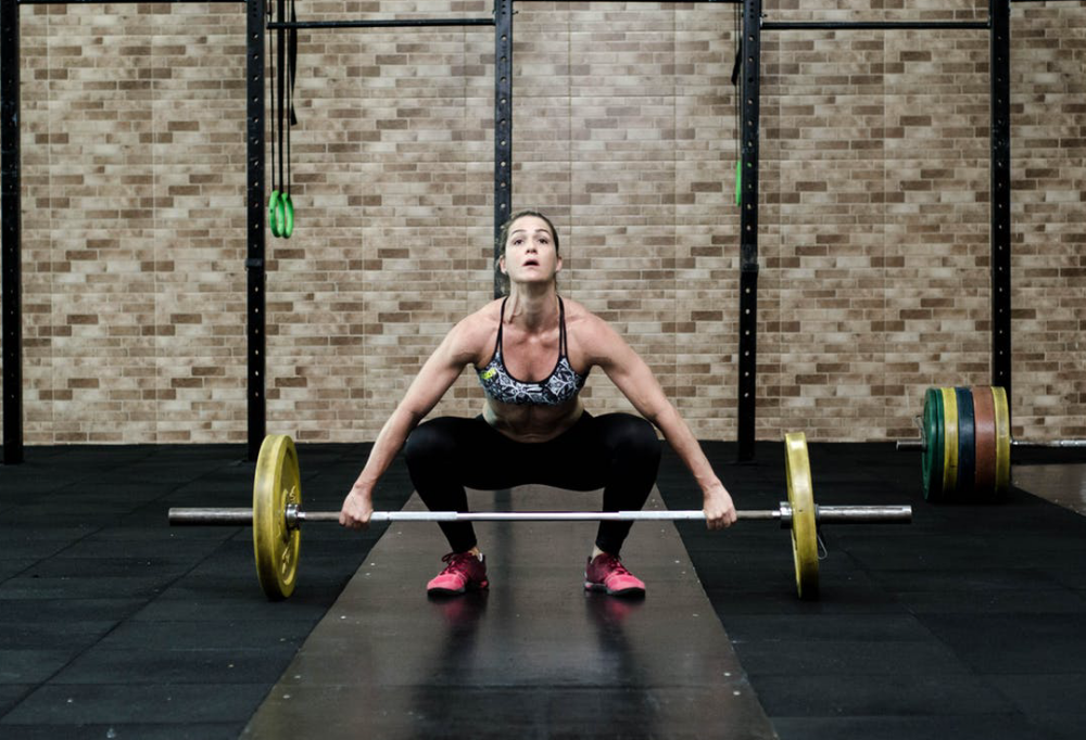 women liting weights